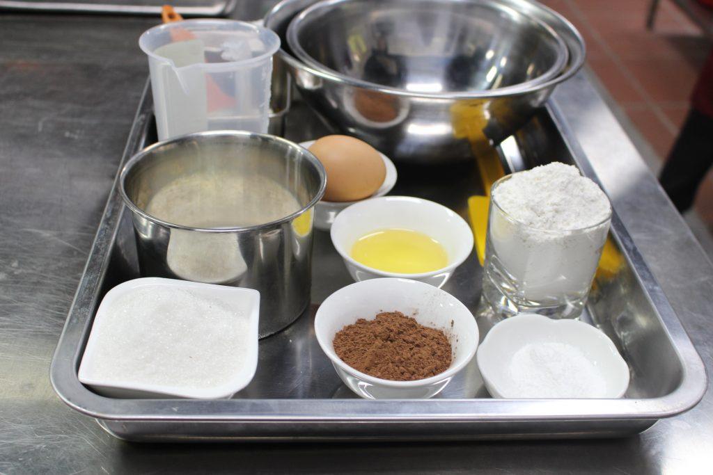 Học làm Chocolate cup cake cùng học viên HHTC IMG 2686