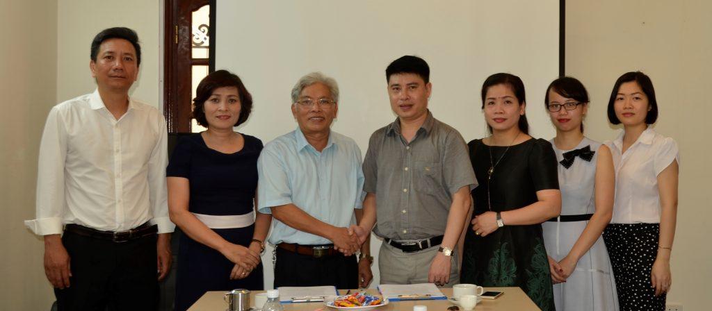 Lễ ký kết tác đào tạo song bằng giữa Trường Trung cấp Nghề Du lịch Hà Nội & THPT Hồ Tùng Mậu Anh Le ki ket song bang HTM HHTC 4