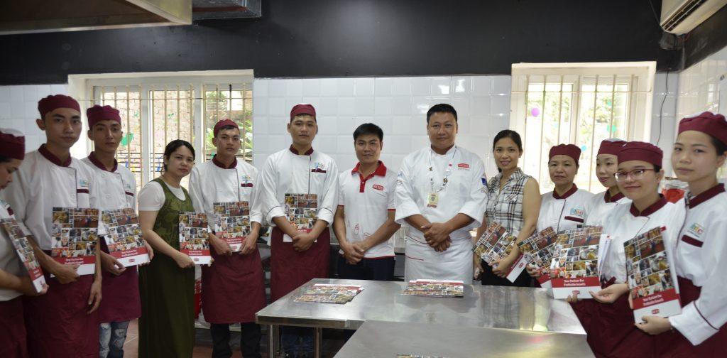 Workshop làm bánh ngọt cùng Rich Products Việt Nam DSC0528 e1528446858838