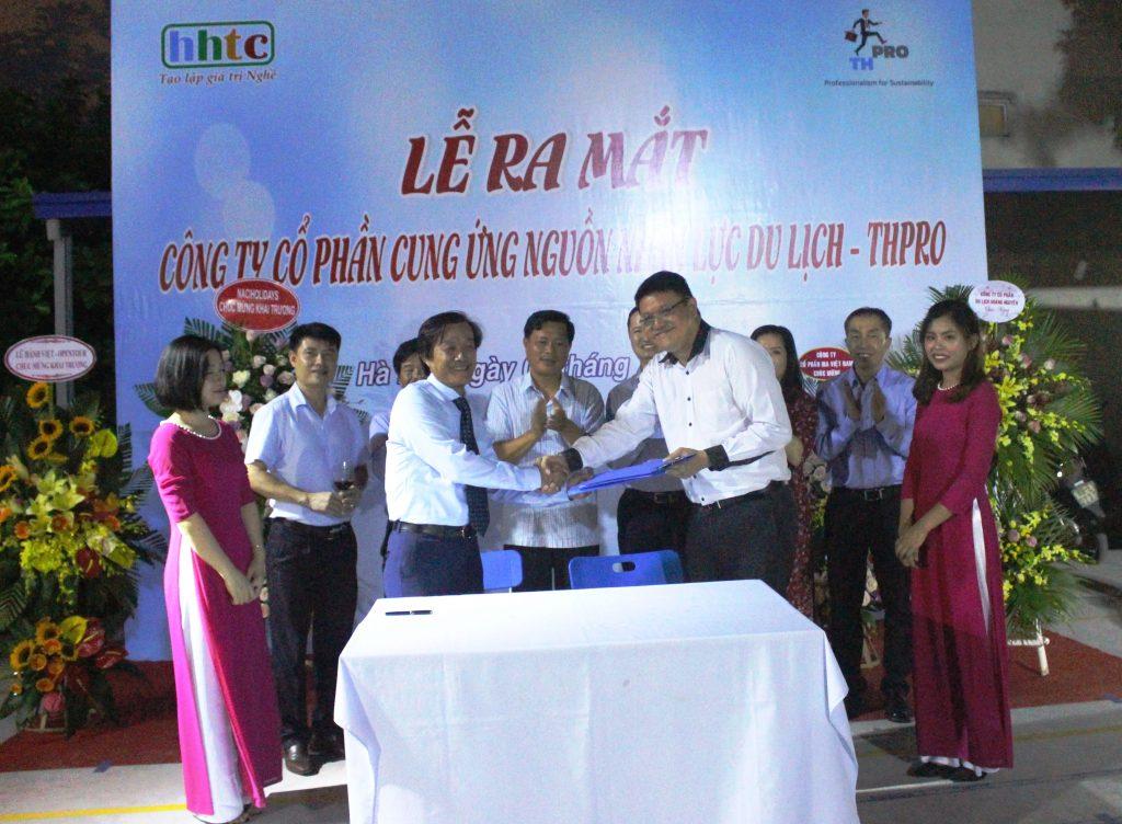 Lễ ra mắt Công ty Cung ứng nguồn nhân lực Du lịch chất lượng cao (THPRO) Lễ kí kết giữa THpro và Page A Guide