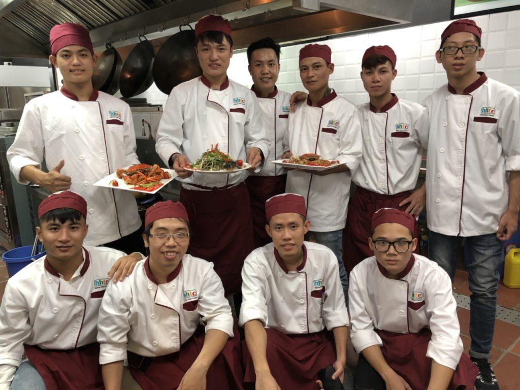 Khám phá ngày học đầu tiên của Lớp Kỹ thuật chế biến món ăn z1088551165797 75aa2f0707c1896e6a70d6324f20a4dc