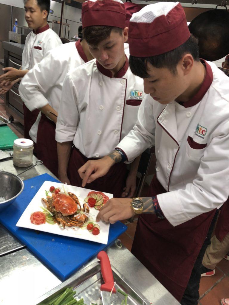 Khám phá ngày học đầu tiên của Lớp Kỹ thuật chế biến món ăn z1088551213621 beb8d65676861c3036e125773951dd3d