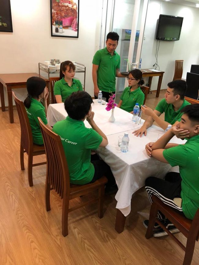 Học Nghiệp vụ nhà hàng chuyên nghiệp cùng học viên HHTC FB02 e1536915294241