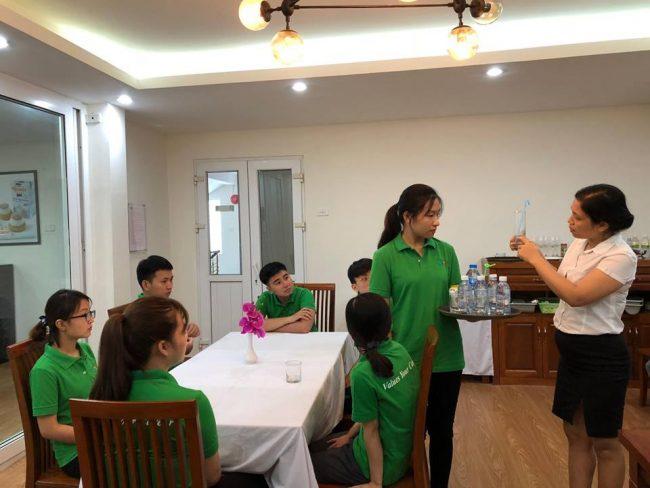Học Nghiệp vụ nhà hàng chuyên nghiệp cùng học viên HHTC FB03 e1536915262977