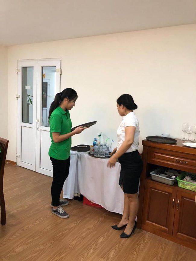Học Nghiệp vụ nhà hàng chuyên nghiệp cùng học viên HHTC FB08 e1536917341378