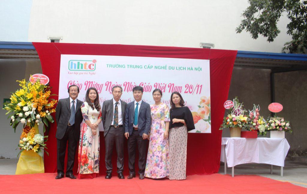 Trường Du lịch Hà Nội: Rộn ràng chào mừng Ngày Nhà Giáo Việt Nam 20/11 IMG 3937