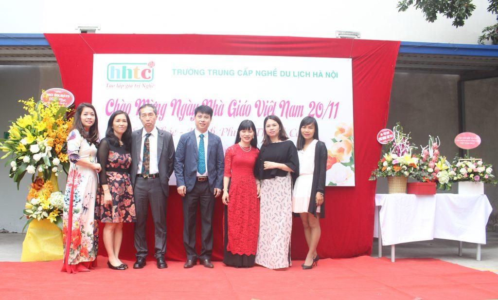 Trường Du lịch Hà Nội: Rộn ràng chào mừng Ngày Nhà Giáo Việt Nam 20/11 IMG 3942