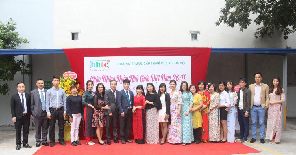 Trường Du lịch Hà Nội: Rộn ràng chào mừng Ngày Nhà Giáo Việt Nam 20/11 IMG 3944
