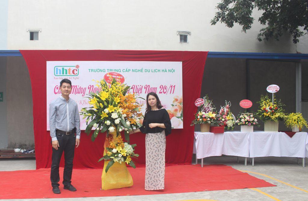 Trường Du lịch Hà Nội: Rộn ràng chào mừng Ngày Nhà Giáo Việt Nam 20/11 IMG 4119