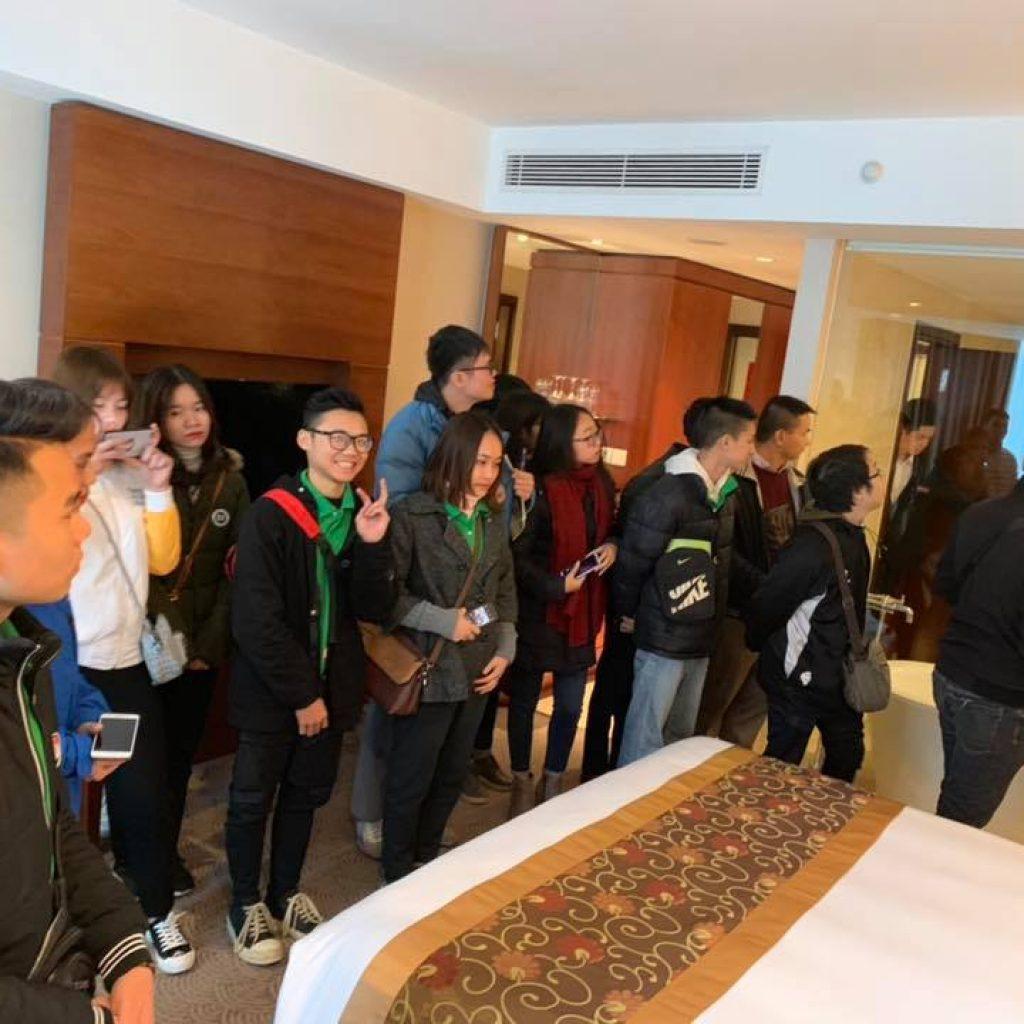 Học viên HHTC thực tế tại Khách sạn Crowne Plaza West Hanoi nh 8