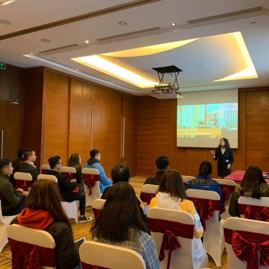 Học viên HHTC thực tế tại Khách sạn Crowne Plaza West Hanoi anh 1