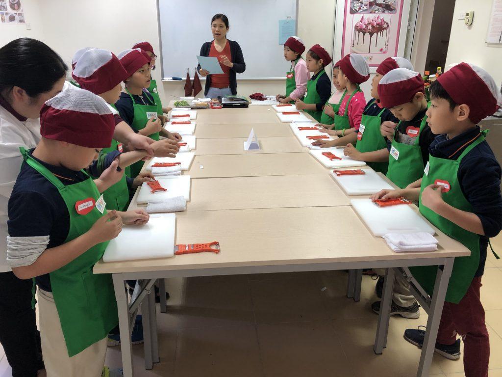 """Một ngày làm """"Đầu Bếp nhí"""" cùng các học sinh trường Tiểu học H.A.S 20190107 015814508 iOS"""