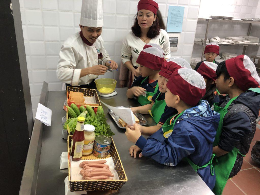 """Một ngày làm """"Đầu Bếp nhí"""" cùng các học sinh trường Tiểu học H.A.S 20190107 022057189 iOS"""