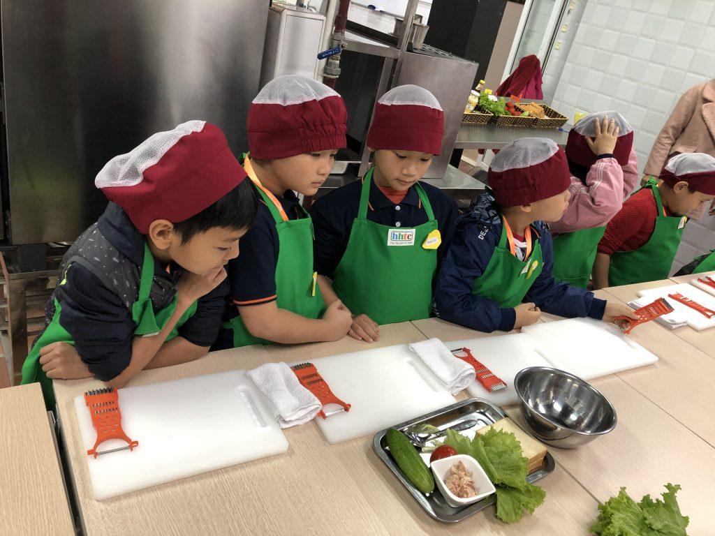 """Một ngày làm """"Đầu Bếp nhí"""" cùng các học sinh trường Tiểu học H.A.S 20190107 022517164 iOS"""
