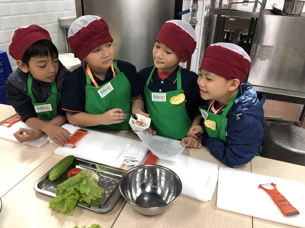 """Một ngày làm """"Đầu Bếp nhí"""" cùng các học sinh trường Tiểu học H.A.S 20190107 022724556 iOS"""