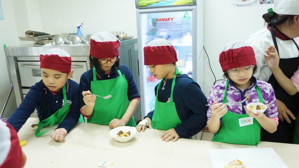 """Một ngày làm """"Đầu Bếp nhí"""" cùng các học sinh trường Tiểu học H.A.S DSC01616"""