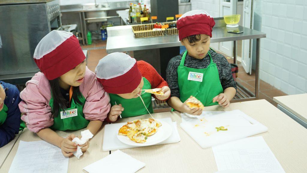 """Một ngày làm """"Đầu Bếp nhí"""" cùng các học sinh trường Tiểu học H.A.S DSC01619"""