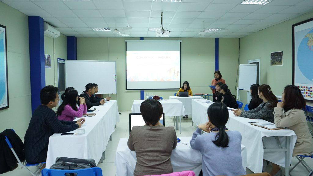 """Học """"Nghi thức giao tiếp quốc tế"""" để trở thành công dân toàn cầu DSC02244"""