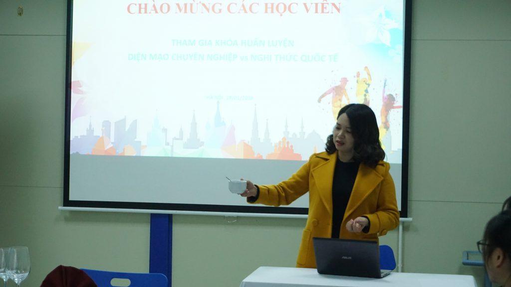 """Học """"Nghi thức giao tiếp quốc tế"""" để trở thành công dân toàn cầu DSC02249"""