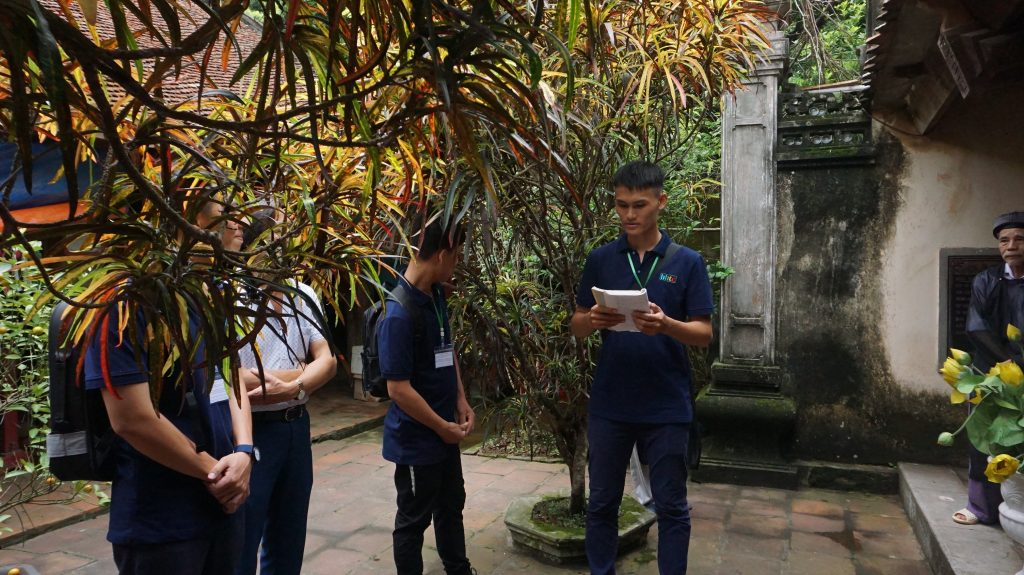 Khám phá Làng cổ Đường Lâm cùng học viên Trường Trung cấp Du lịch Hà Nôi DSC08067