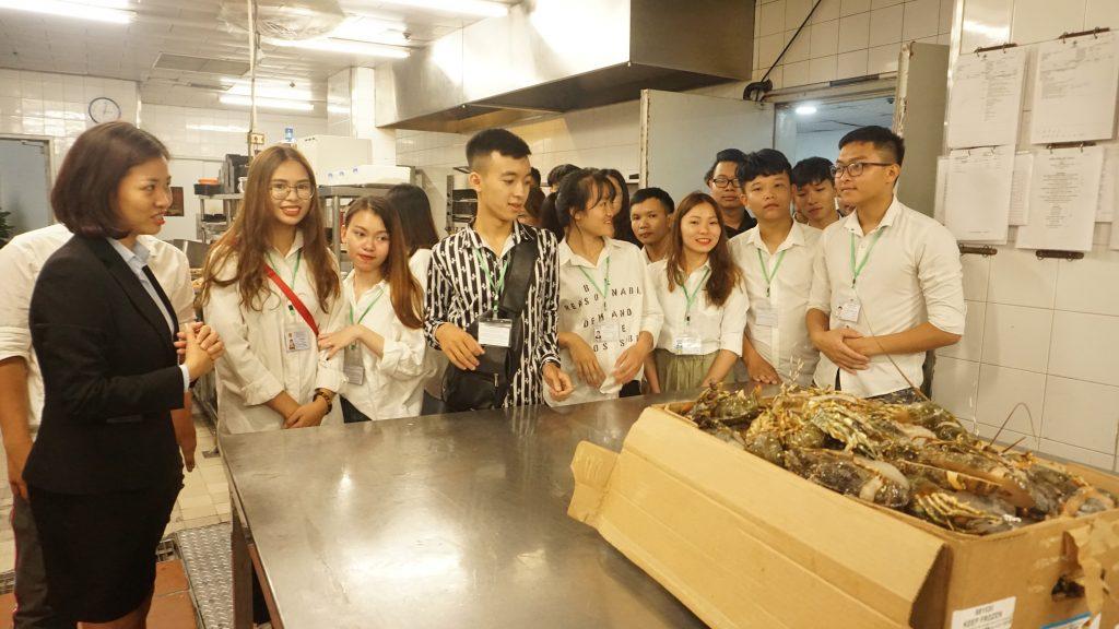 Chuyến tham quan thực tế tại Khách sạn Daewoo, Lotte Hà Nội DSC08127