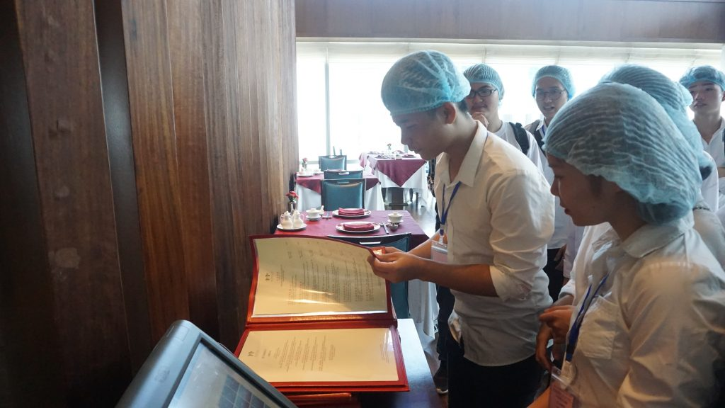 Chuyến tham quan thực tế tại Khách sạn Daewoo, Lotte Hà Nội DSC08166