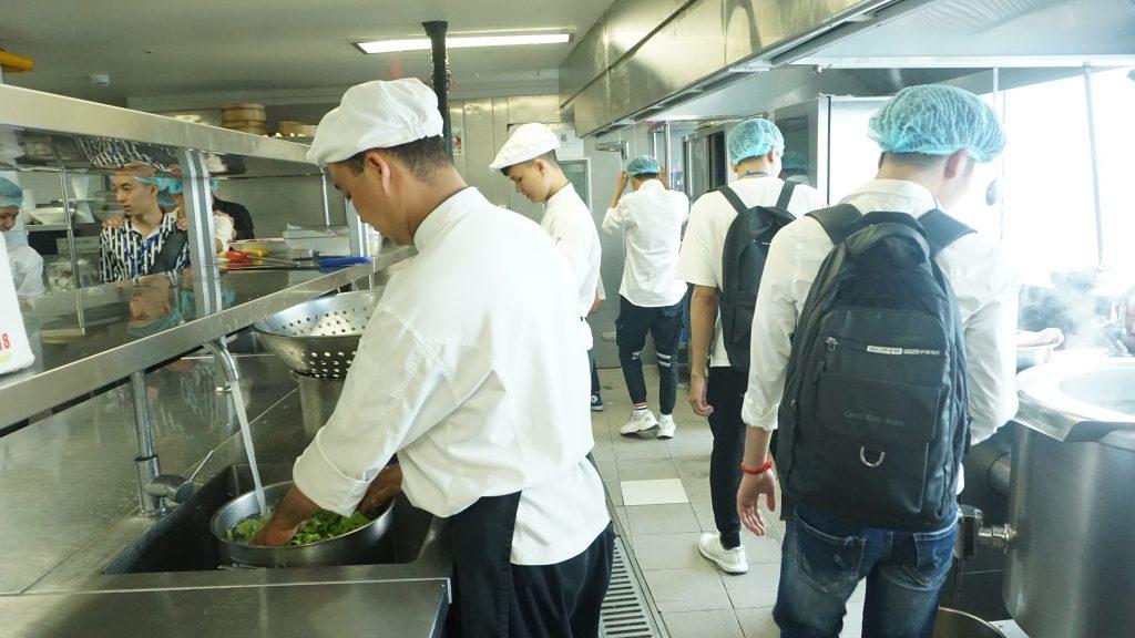 Chuyến tham quan thực tế tại Khách sạn Daewoo, Lotte Hà Nội DSC08171
