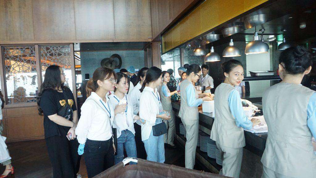 Chuyến tham quan thực tế tại Khách sạn Daewoo, Lotte Hà Nội DSC08180