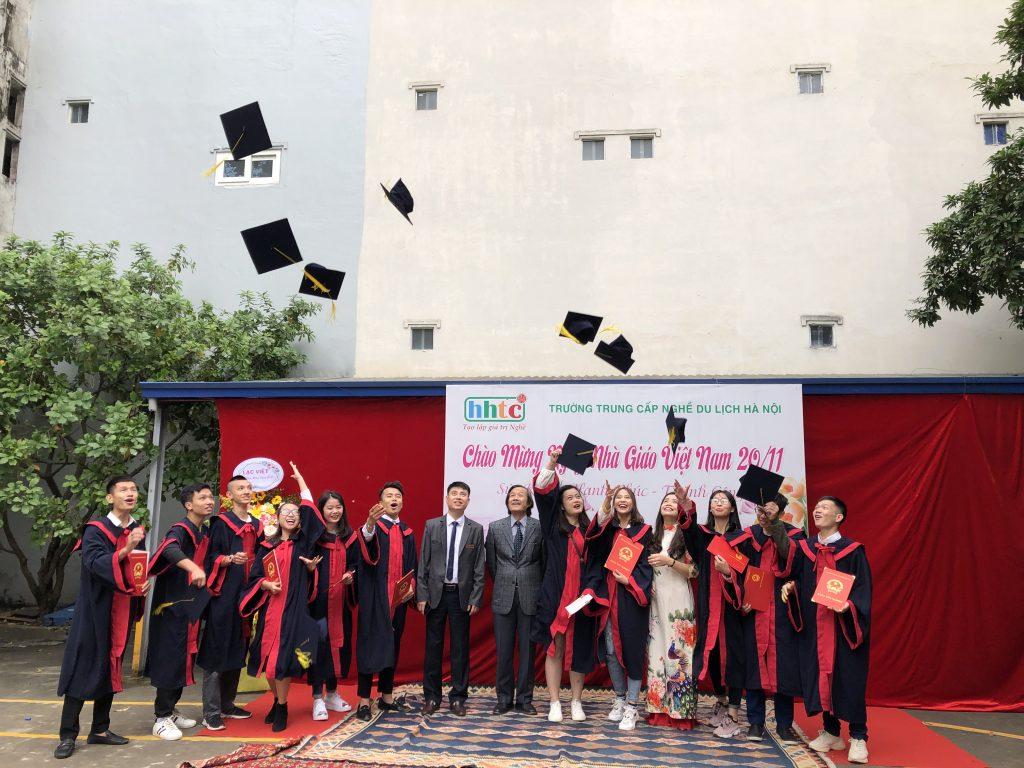 Học viên nhận bằng tốt nghiệp đợt II niên khóa 2018 - 2019 20191119 024911261 iOS