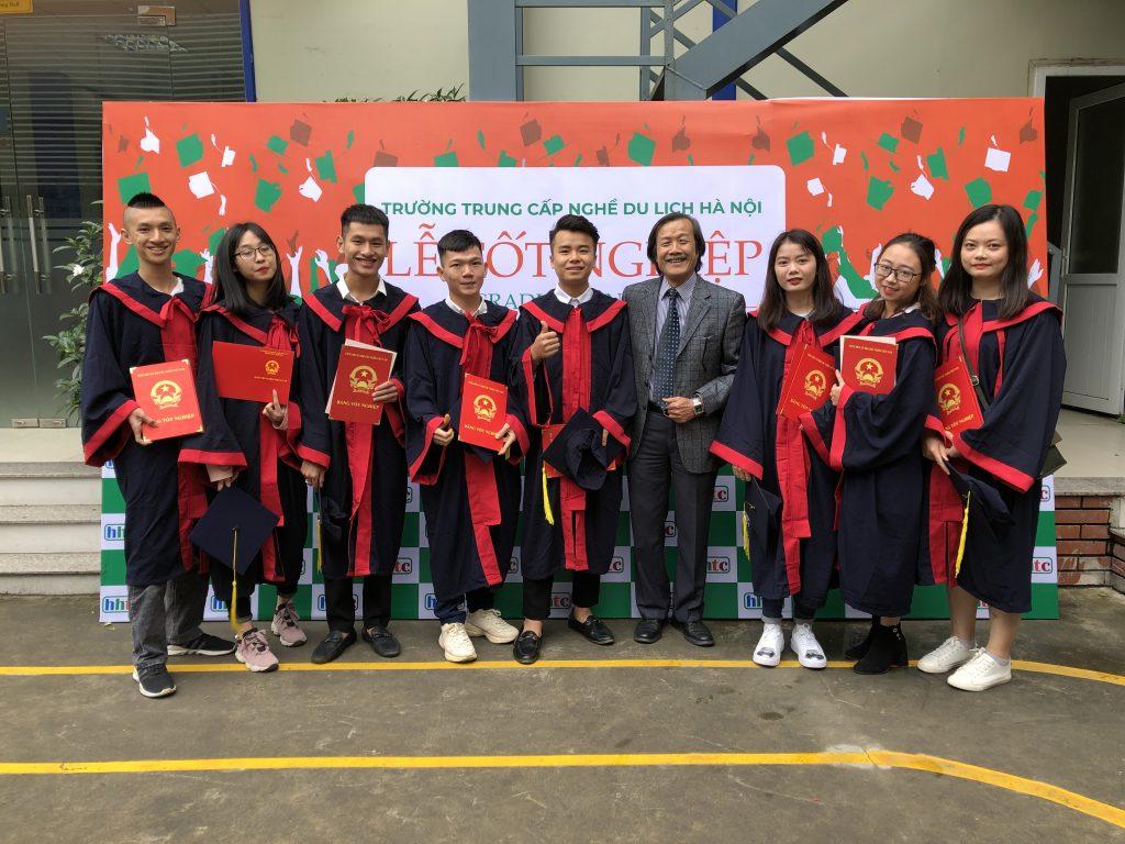 Học viên nhận bằng tốt nghiệp đợt II niên khóa 2018 - 2019 20191119 025150108 iOS