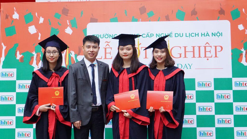 Học viên nhận bằng tốt nghiệp đợt II niên khóa 2018 - 2019 DSC09561