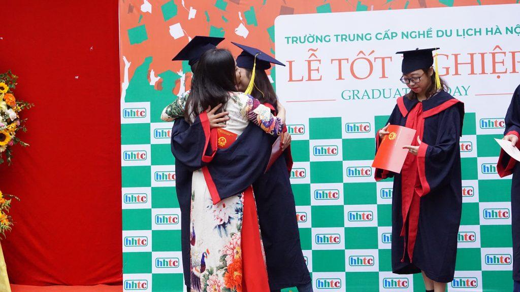 Học viên nhận bằng tốt nghiệp đợt II niên khóa 2018 - 2019 DSC09565
