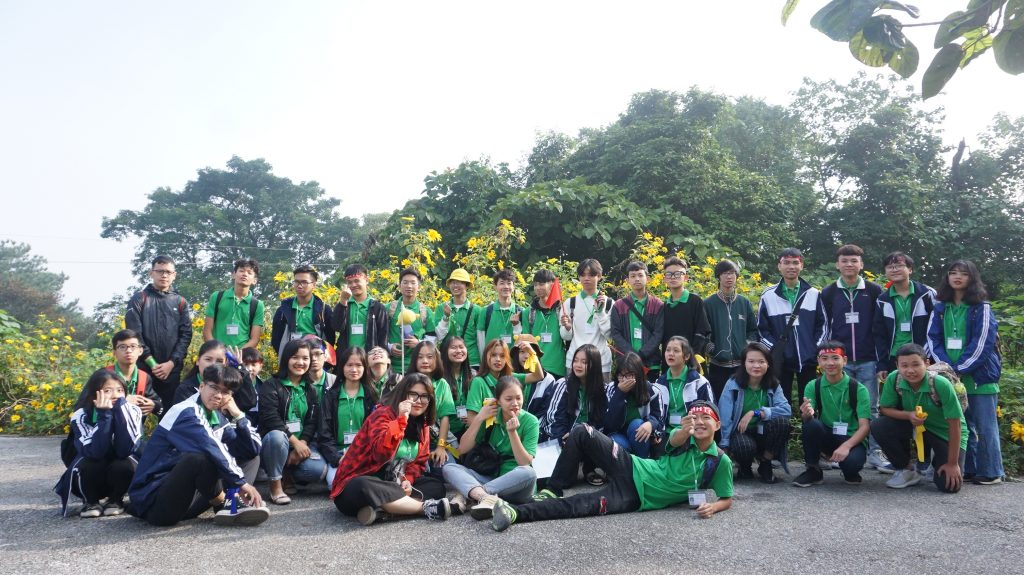 Ngắm hoa Dã Quỳ nở rộ cùng học sinh Trường Trung cấp Du lịch Hà Nội DSC09719