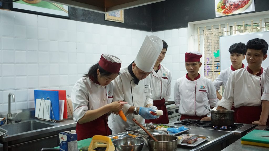 """""""Định hướng nghề Đầu bếp"""" cùng Chef Tổng Khách sạn 5* DSC00406"""