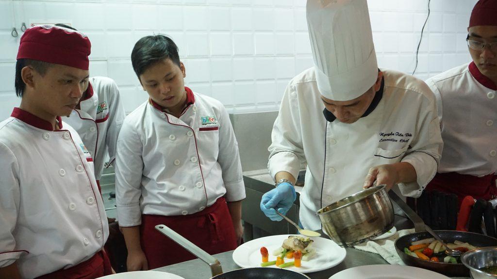"""""""Định hướng nghề Đầu bếp"""" cùng Chef Tổng Khách sạn 5* DSC00427"""