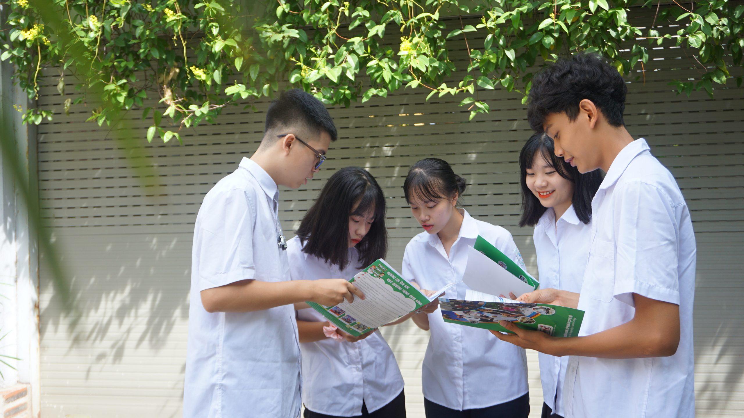 Những lợi ích khi học chương trình song bằng ở Trường Trung cấp Du lịch Hà Nội DSC00745 scaled