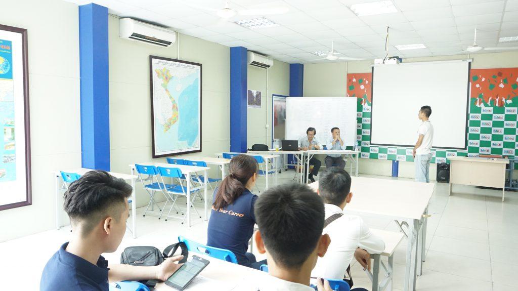 """Những ưu điểm """"5 sao"""" học viên nhận được khi học nghề du lịch ở HHTC DSC08707"""