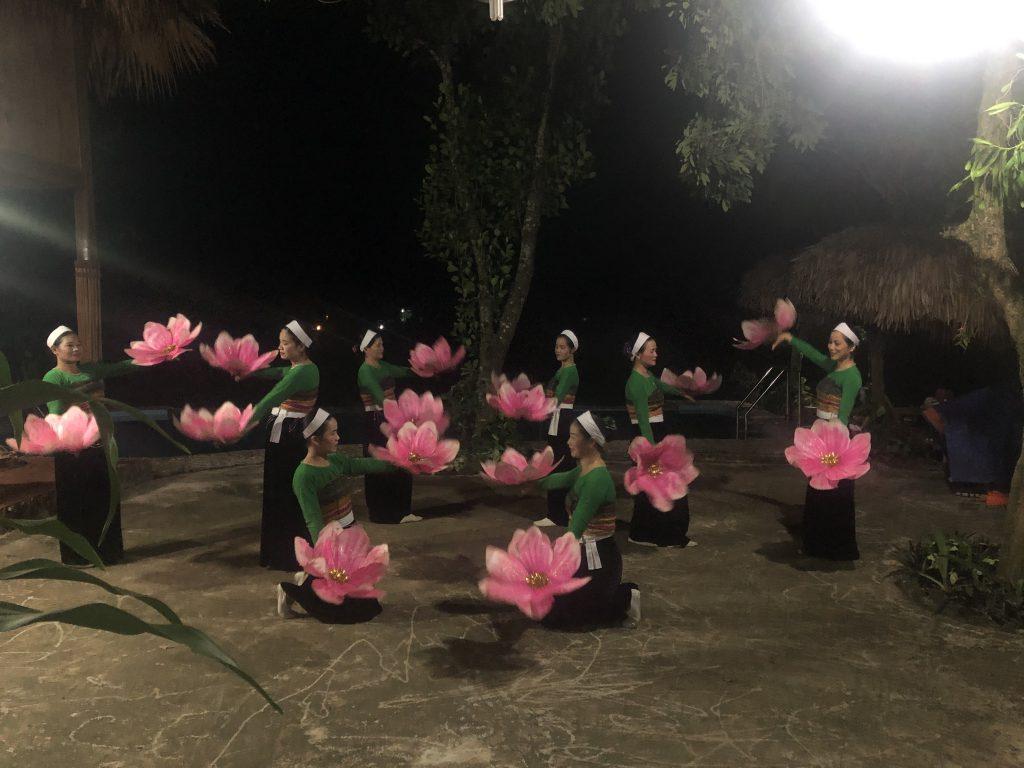 Học viên khoa Lữ hành tham gia chuyến thực tế tại Hòa Bình 20201013 133431941 iOS