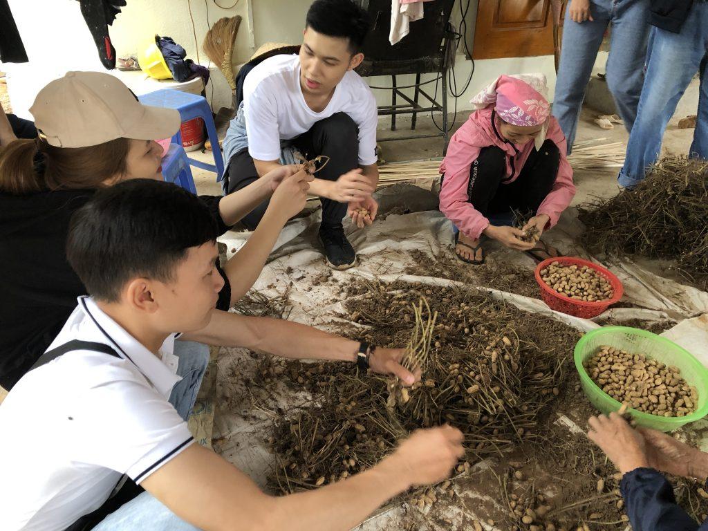Học viên khoa Lữ hành tham gia chuyến thực tế tại Hòa Bình 20201014 031309894 iOS