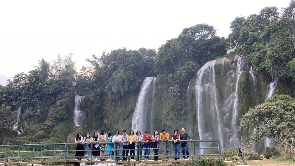 """Hành trình """"Du ngoạn miền non nước"""" tại Cao Bằng, Bắc Kạn của trường Trung cấp Du lịch Hà Nội 20201120 110231842 iOS"""
