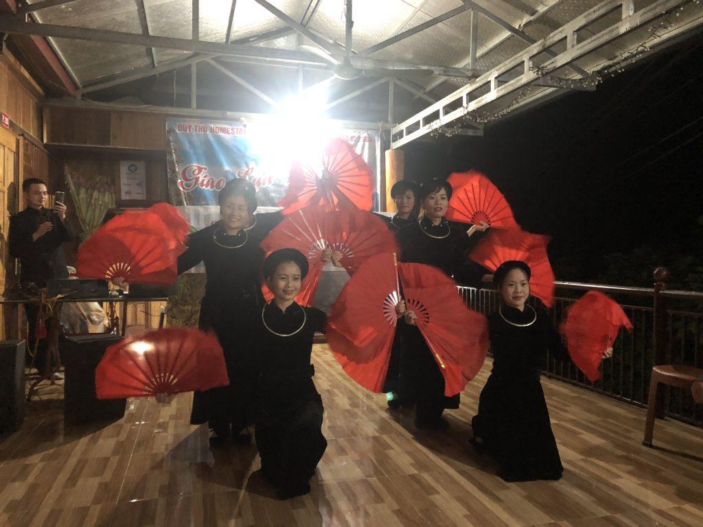 """Hành trình """"Du ngoạn miền non nước"""" tại Cao Bằng, Bắc Kạn của trường Trung cấp Du lịch Hà Nội 20201121 134621371 iOS"""