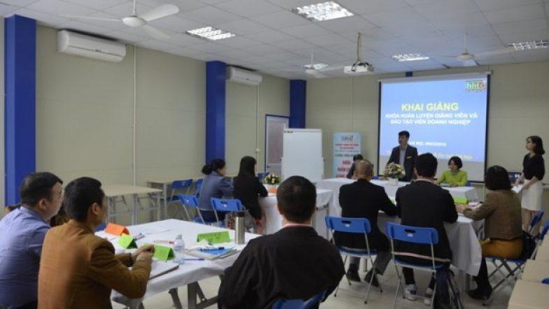 Trường Trung cấp nghề HHTC: Khai giảng Khóa Huấn luyện giảng viên và đào tạo viên chuyên nghiệp 20180312094441 YsY
