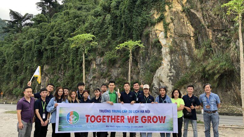 Học viên khoa Lữ hành tham gia chuyến thực tế tại Hòa Bình 20201013 090151329 iOS scaled