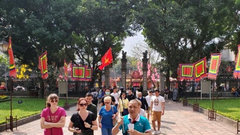 Nhiều sản phẩm du lịch mới tại lễ hội du lịch và văn hóa ẩm thực Hà Nội năm 2021 71761du khach 3 p5as4fe6ajez5pbsd8ue5ls7bpy79snr9ki27qkq6c