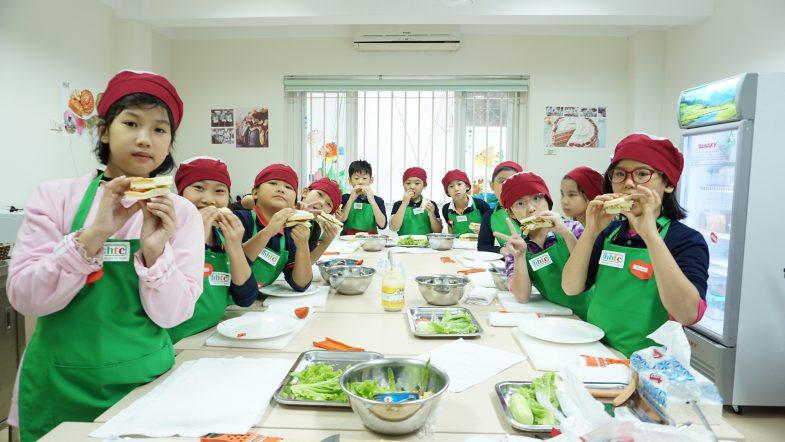 """Một ngày làm """"Đầu Bếp nhí"""" cùng các học sinh trường Tiểu học H.A.S DSC01575"""