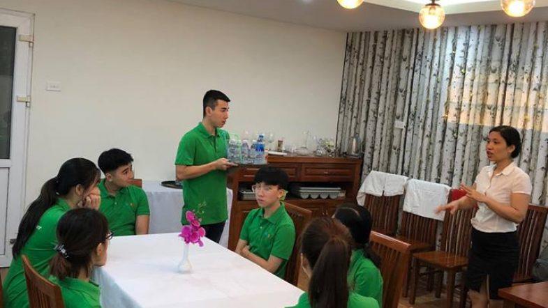 Học Nghiệp vụ nhà hàng chuyên nghiệp cùng học viên HHTC FB05