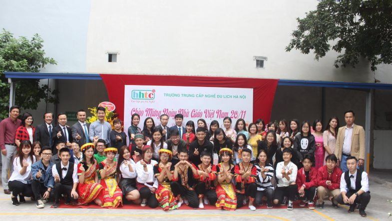 Trường Du lịch Hà Nội: Rộn ràng chào mừng Ngày Nhà Giáo Việt Nam 20/11 IMG 3949