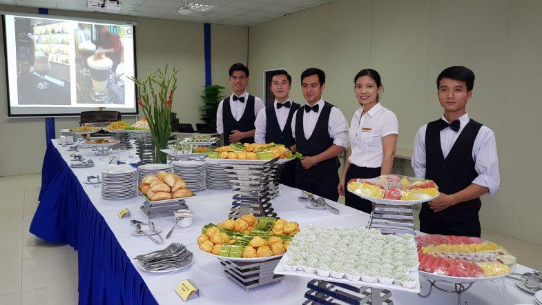 Học trung cấp du lịch: Lựa chọn đúng của các bạn trẻ Thực hành nghiệp vụ Nhà hàng scaled