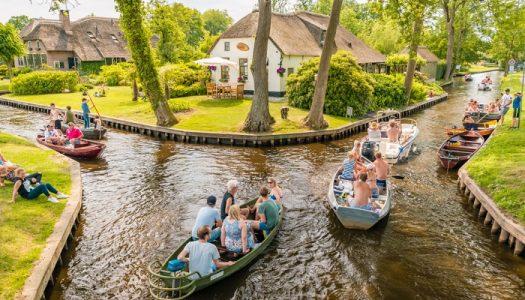 Độc đáo ngôi làng không có đường đi ở Hà Lan