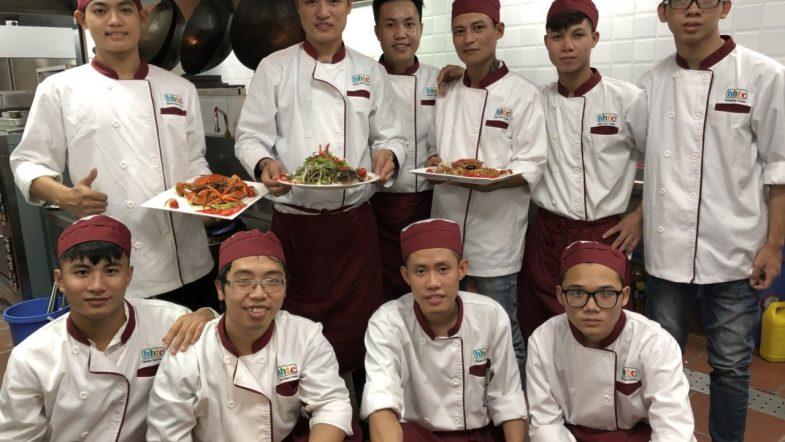 Khám phá ngày học đầu tiên của Lớp Kỹ thuật chế biến món ăn z1088551165797 75aa2f0707c1896e6a70d6324f20a4dc orgrvisew4btzhe5s8jlab9shrq5hwa6ohesq4nlac
